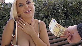 Jordi baise une plantureuse blond Trentenaire pour argent