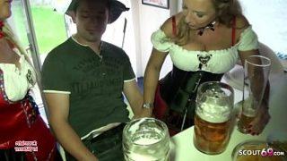 Bi Jenny und ihre reife Freundin ficken 18 Jahre jungen Typen nach Oktoberfest Party – German Mature