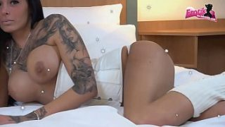Deutsche Tattoo Teen Anal in der Jeans Hose und deepthroat