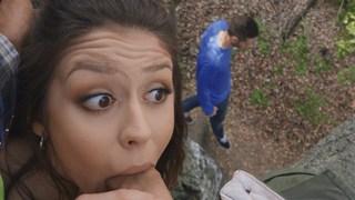 Traindo Adolescente FaceFucked em uma árvore! ft. Catalina Ossa