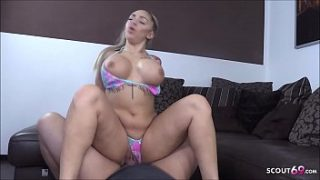 Geile deutsche Sau Dana Jayn mit heftigen Brüsten beim Sex und Pinkeln mit Scout69 Fan