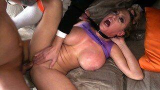 Anal BDSM rugueux à trois avec Dee Williams